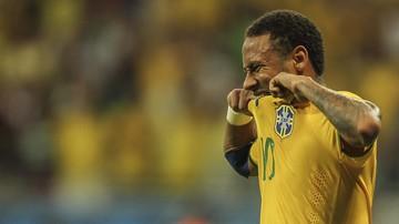 2015-11-18 Sędzia nie przyjął od Neymara koszulki. Po co on mu ją właściwie dawał? (WIDEO)