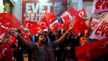 16-04-2017 22:16 Erdogan triumfuje i rozważa kolejne referendum - ws. kary śmierci