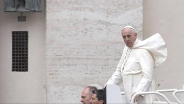 """""""Mam twarz twardziela, ale jestem też nieśmiały"""". Opublikowano zbiór wywiadów z papieżem Franciszkiem"""