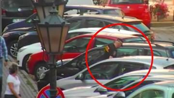 20-07-2017 17:29 Nieprzytomny mężczyzna w zamkniętym samochodzie. Uratowali go strażnicy miejscy