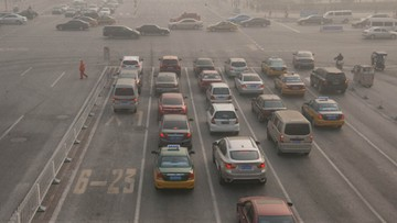 Odwołano setki lotów i zamknięto autostrady. Smog w Chinach