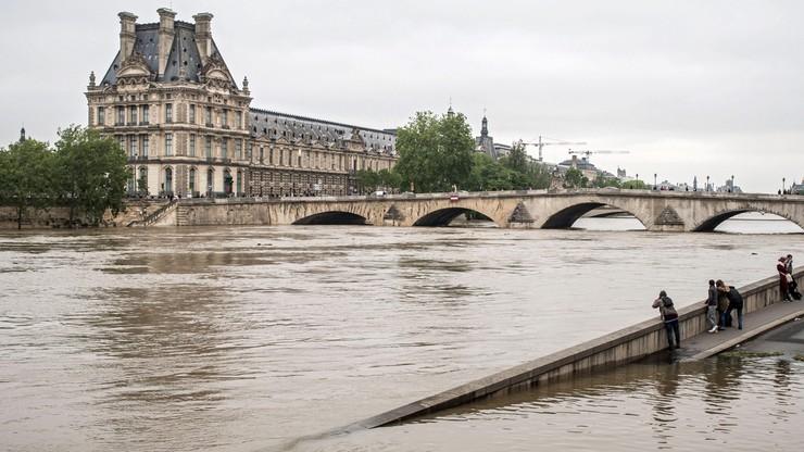 Francja utrzymuje pomarańczowy alert powodziowy