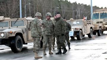 12-01-2017 10:57 Polscy żołnierze powitali Amerykanów. Konwój wojskowy USA ruszył w kierunku Żagania