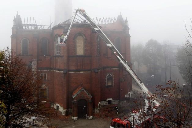 Miliony złotych strat po pożarze katedry w Sosnowcu