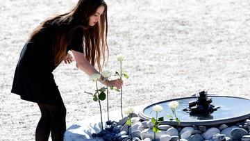 15-10-2016 17:00 86 ofiar, 86 białych róż. W Nicei upamiętniono tych, którzy zginęli w zamachu z 14 lipca