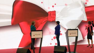 24-04-2017 10:10 W prezencie - broszki w kształcie K-dronu. Szydło i Merkel otworzyły polskie stanowisko na targach w Hanowerze