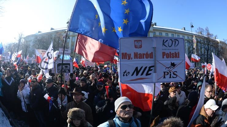 """Manifestacje KOD w całym kraju.  """"Nie jesteśmy rewolucjonistami"""""""