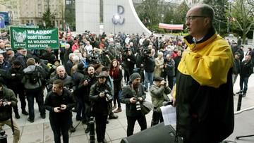 """29-04-2017 15:57 """"Dość zemsty na wojskowych emerytach"""". Manifestacja przed Sejmem"""
