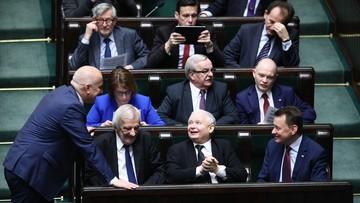 """15-12-2017 16:27 Spotkanie opłatkowe polityków PiS. """"Prezes dziękował Beacie Szydło za dwa lata ciężkiej pracy"""""""