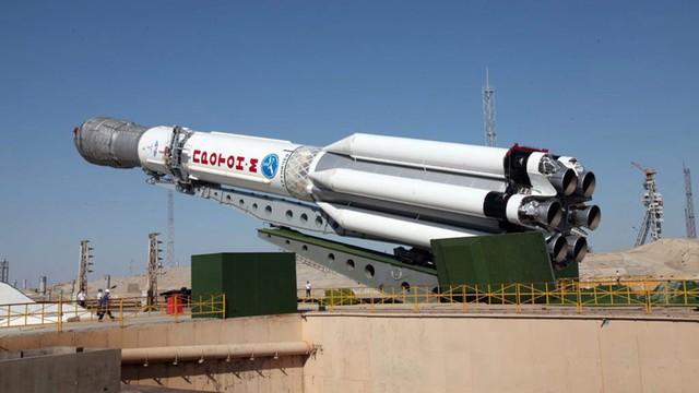 Rosyjska rakieta Proton-M z meksykańskim satelitą rozbiła się nad Syberią