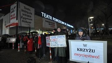 """24-02-2017 17:10 """"Protestujemy przeciwko wykorzystaniu spektaklu w rozgrywkach politycznych"""". Apel Teatru Powszechnego"""
