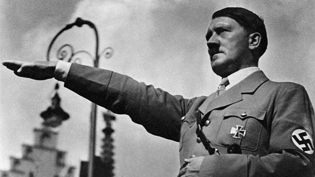 Mein Kampf Hitlera dostępny od piątku w księgarniach