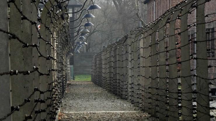 """Telewizja ZDF ma przeprosić więźnia Auschwitz za sformułowanie """"polskie obozy zagłady"""""""