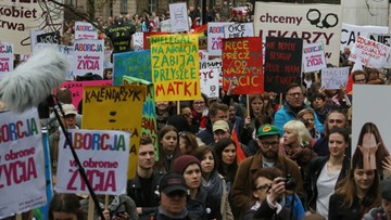 09-04-2016 18:02 Manifestacje przeciw zakazowi aborcji odbyły się na ulicach polskich miast