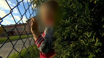 Porzuciła rodzinę, później rozdzieliła synów. 4-letni Dawid wypatruje brata