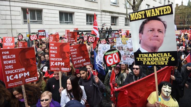 """""""Torysi precz, zapraszamy uchodźców"""" - antyrządowe demonstracje w Londynie"""