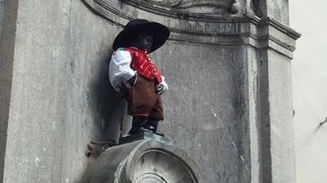 Belgia: Naukowcy badają, czy brukselski siusiający chłopiec to autentyk