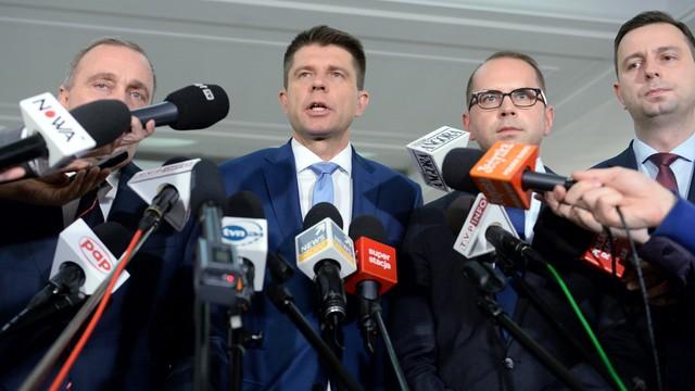 Petru: będziemy blokować mównicę, dopóki Kuchciński nie przywróci Szczerby