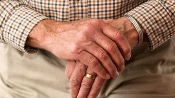 Rodziny porzucają seniorów w szpitalach na święta