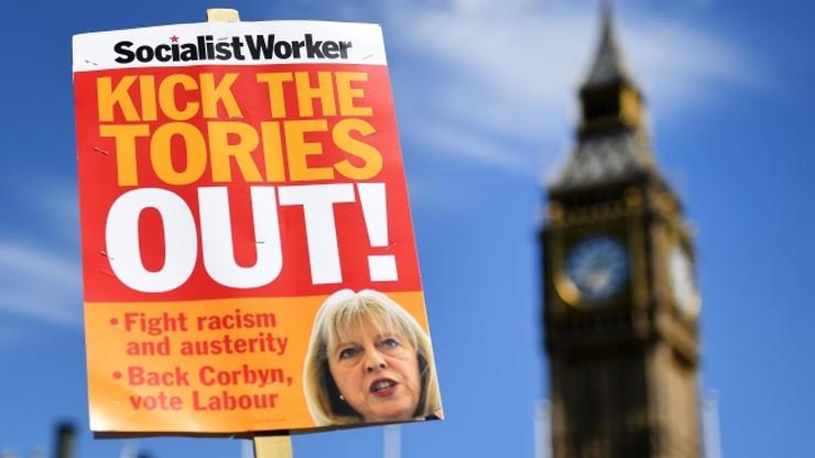 Większość Brytyjczyków chce dymisji premier May