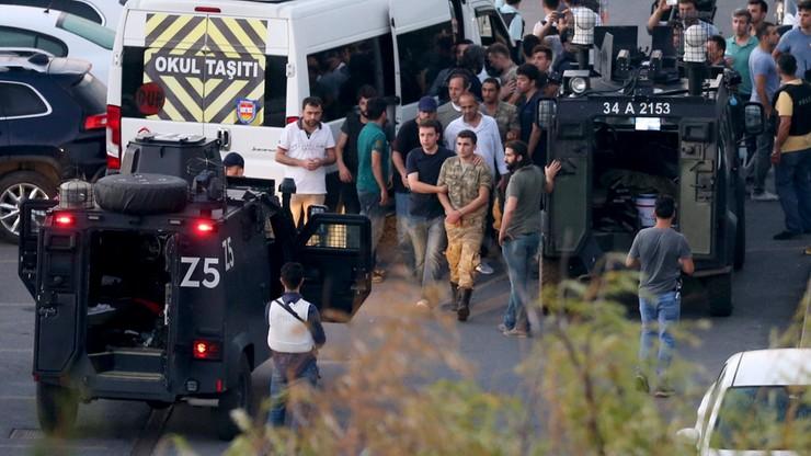 Turcja: po próbie zamachu stanu zwolniono około 8 tys. policjantów