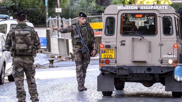 Francja: zatrzymano mężczyznę podejrzanego o atak na żołnierzy