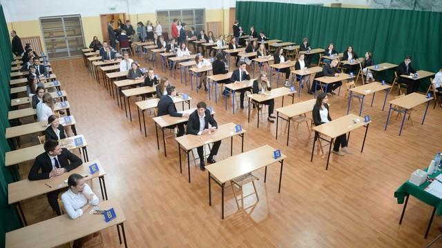 Maturzyści zdają egzamin z języka angielskiego