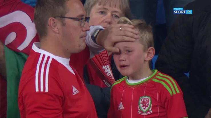 Dziecko popłakało się po meczu Walia - Irlandia