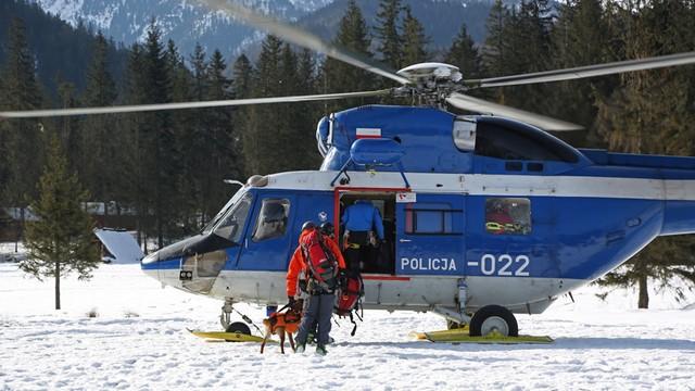 Służby dotarły do 80 turystów, którzy utknęli nad Morskim Okiem