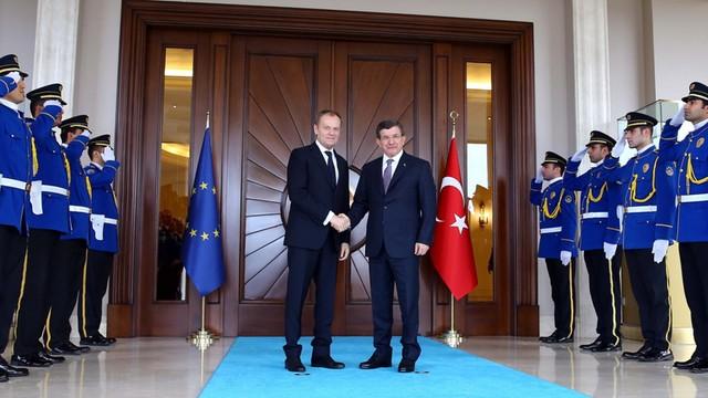 Tusk w Turcji: Odsyłanie migrantów złamałoby model biznesowy przemytników