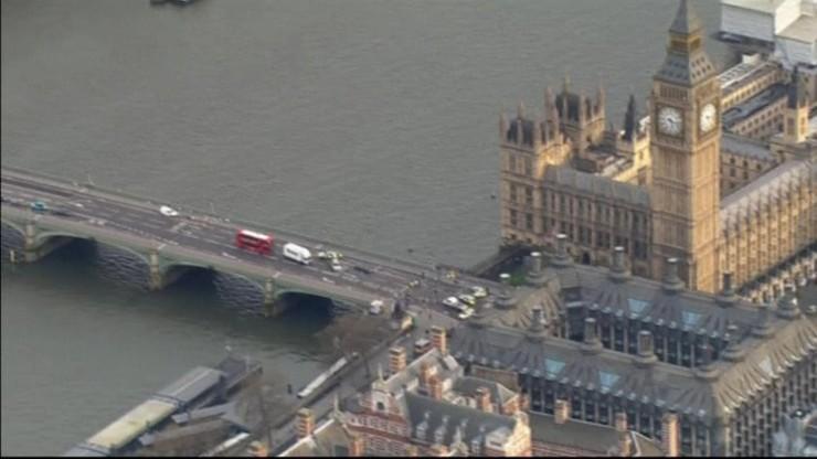 Zmarła turystka ranna w zamachu w Londynie. Sprawca zepchnął kobietę do Tamizy