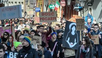 04-03-2017 18:33 Protesty przeciw przemocy władzy. W Łodzi, Kielcach, Bydgoszczy i Lublinie