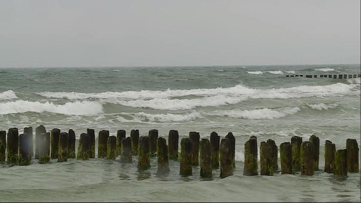 Poszukiwania dziewczynek w Łebie i Ustce. Dzieci kąpały się w Bałtyku mimo zakazu
