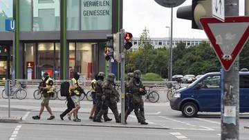 23-07-2016 06:05 Monachium: strzały w centrum handlowym. Zabici i ranni! [ZOBACZ, CO SIĘ WYDARZYŁO]