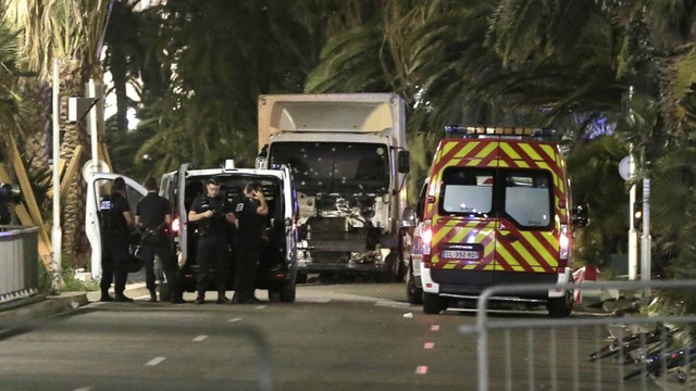 Francja: śledztwa wokół wzajemnych oskarżeń MSW i władz lokalnych Nicei