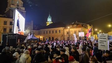 14-11-2016 20:59 Nie podjęto uchwały o wygaśnięciu mandatu prezydenta Lublina. Przed Ratuszem wiec poparcia