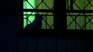 Czarny kot w oknie. Idziemy do Jarka na Żoliborz!. Manifestacja przed domem prezesa PiS