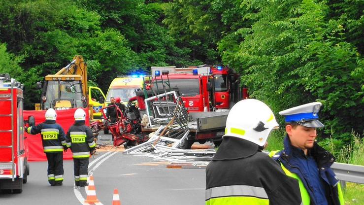 2017-06-14 Śmiertelny wypadek w Żywcu. Zginął kierowca auta dostawczego
