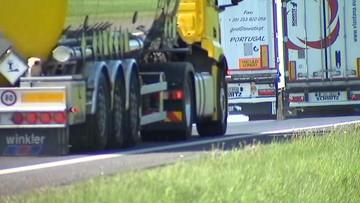 """12-10-2017 11:03 Kierowcy ciężarówek """"kręcą pauzy"""" w korkach. Rosną zatory na autostradzie A4"""
