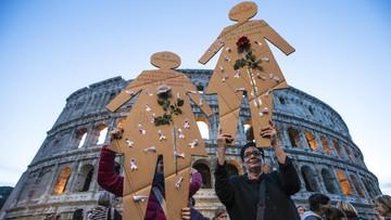 26-11-2016 22:16 200 tys. osób manifestowało w Rzymie przeciwko przemocy wobec kobiet