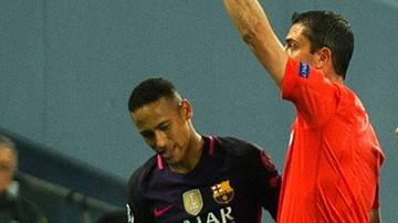 2016-11-01 Suarez zdenerwował Neymara. Za karę dostał kopniaka w plecy (WIDEO)