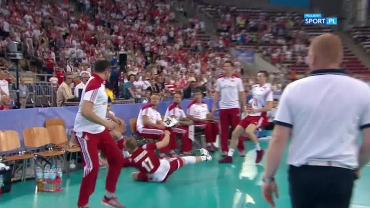 2016-06-24 Wielkie poświęcenie Zatorskiego! Polski libero wpadł w... krzesła