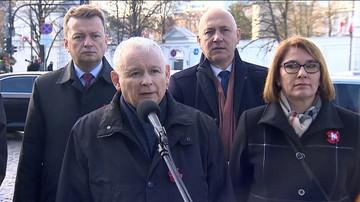 """11-11-2017 11:18 Kaczyński i Szydło złożyli wieńce pod pomnikiem Piłsudskiego: """"za rok Polska i Polacy będą silniejsi"""""""