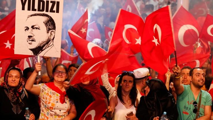 """""""Financial Times"""": Turcji grozi upadek instytucji"""