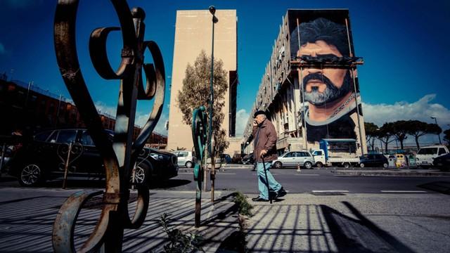 W Neapolu powstał mural upamiętniający Maradonę