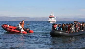 Frontex wysyła funkcjonariuszy i okręty na greckie wyspy