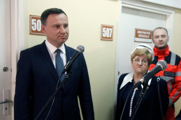 PiS odpowiada PO: SKOK Stefczyka nie finansuje kampanii Dudy