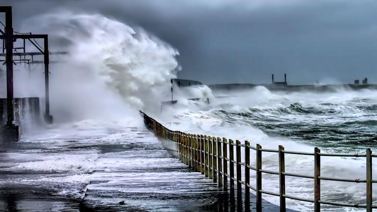 Sztorm na Bałtyku. W górach wiatr ma siłę huraganu