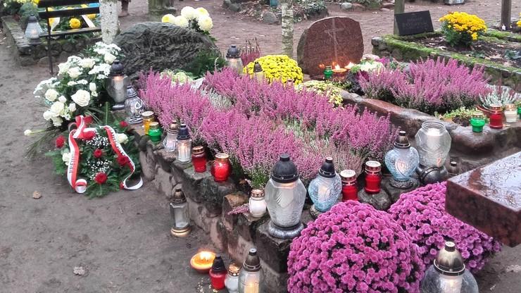 2016-11-01 Cmentarz leśny w Laskach - tu spoczywają m.in. Mazowiecki i Słonimski