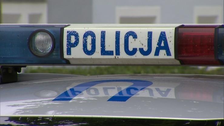 Policyjny pościg za samochodem osobowym. Funkcjonariusze i uciekinierzy w szpitalu